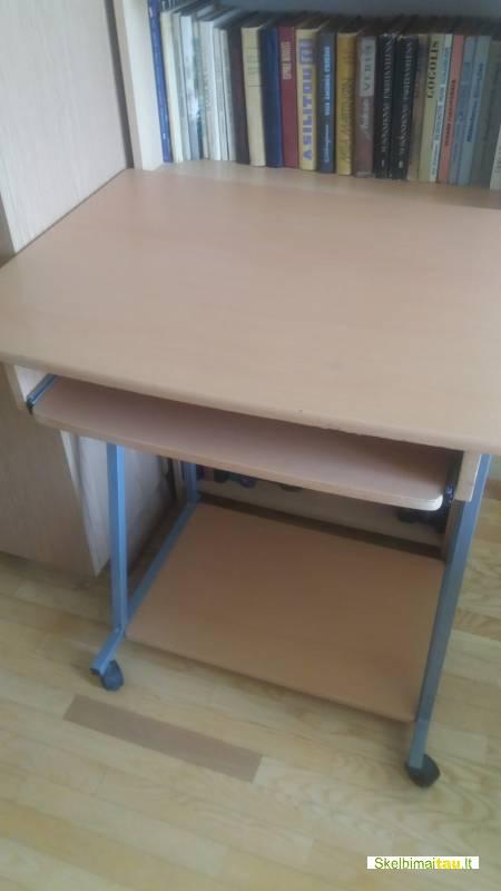 Parduodamas staliukas kompiuteriui