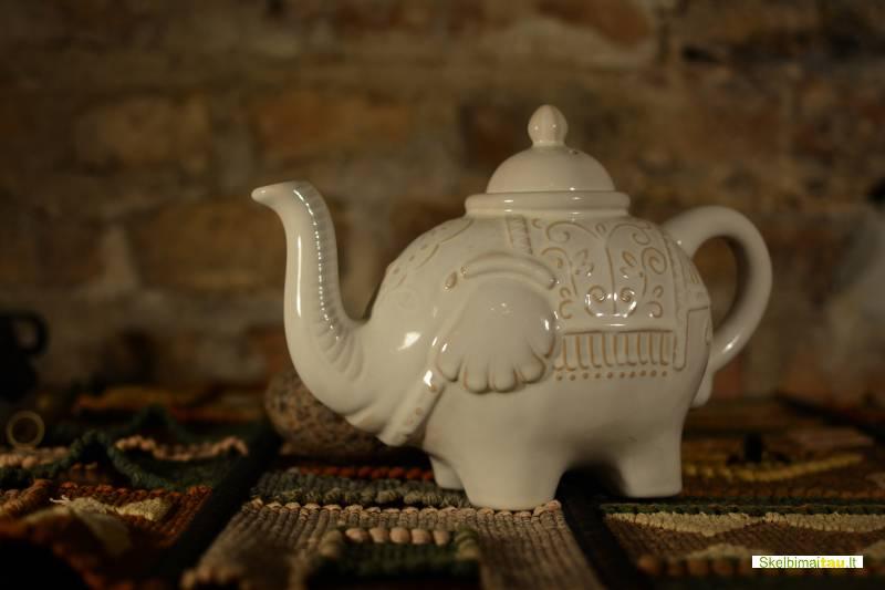 Kavinės balti drambliai salės jūsų kalėdiniam vakarėliui
