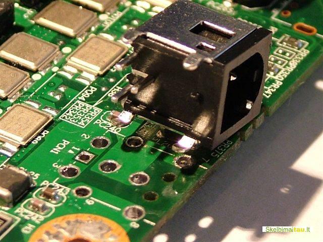 Išlaužtas lizdas nešiojamo kompiuterio remontas